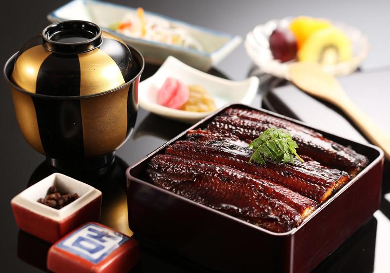 有馬山椒で食べる うな重膳(国産鰻)