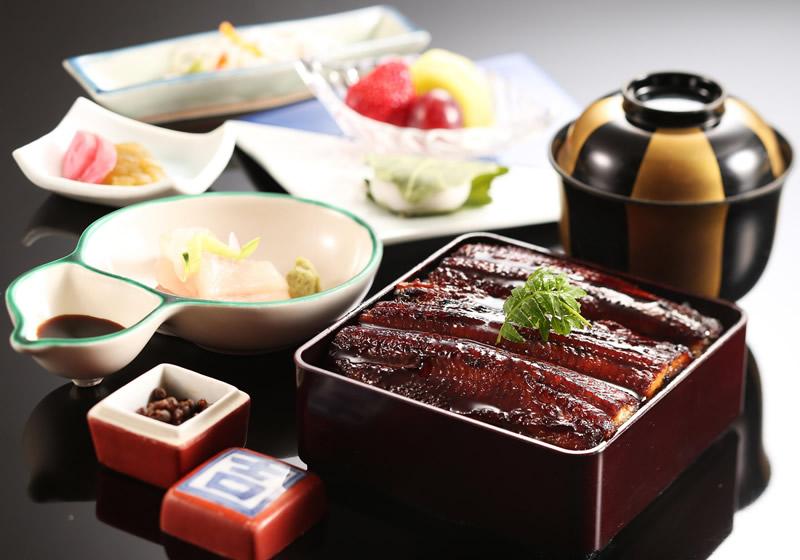 有馬山椒で食べる うな重(国産鰻)