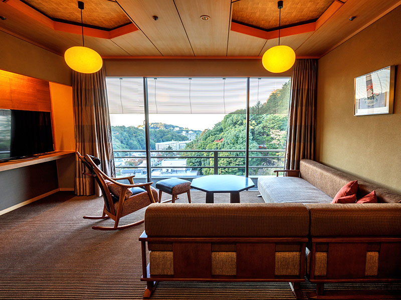 Chambre japonaise ou occidentale VIP de style avec bain en plein air (source Ginsen)